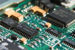 RAM y juegos: 8 GB de RAM frente a 16 GB de RAM y 32 GB de RAM