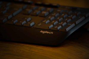 Cómo conectar el teclado Bluetooth Logitech a la tableta Samsung