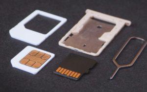 Cómo poner la tarjeta Micro SD en la computadora sin adaptador